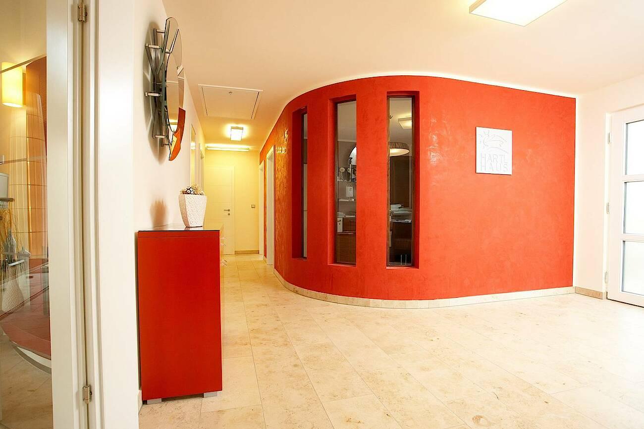 Musterhaus Linz-Haid - Elegance 122 - Vorraum mit runder Wand
