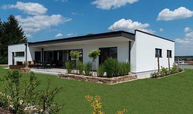 bungalow mit flachdach billiger wohn design. Black Bedroom Furniture Sets. Home Design Ideas