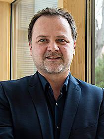 Matthias Neumayer