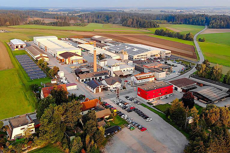 HARTL HAUS produziert im Waldviertler Werk in Echsenbach rund 300 Fertighäuser in Holzbauweise pro Jahr. Neben der Fertighausproduktion fertigt HARTL HAUS auch Möbel in der hauseigenen Möbeltischlerei und Fenster, Türen, Stiegen und Wintergärten in der neuen Bautischlerei. Das gesamte Werksareal erstreckt sich auf rund 132.000 Quadratmeter.